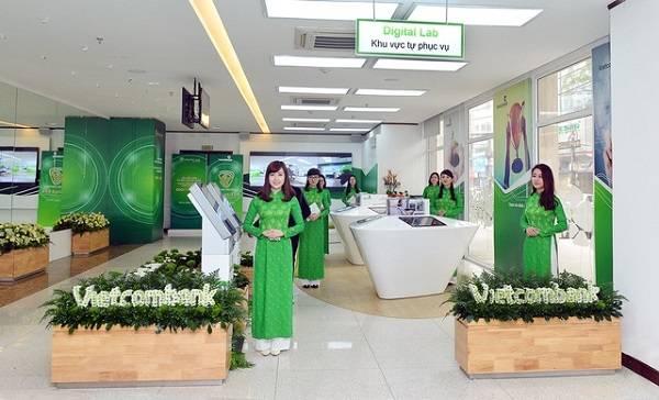 Khách hàng có thể liên hệ với nhân viên tư vấn để biết lịch làm việc ngân hàng Vietcombank